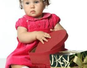 Що подарувати дитині на перший день народження? фото